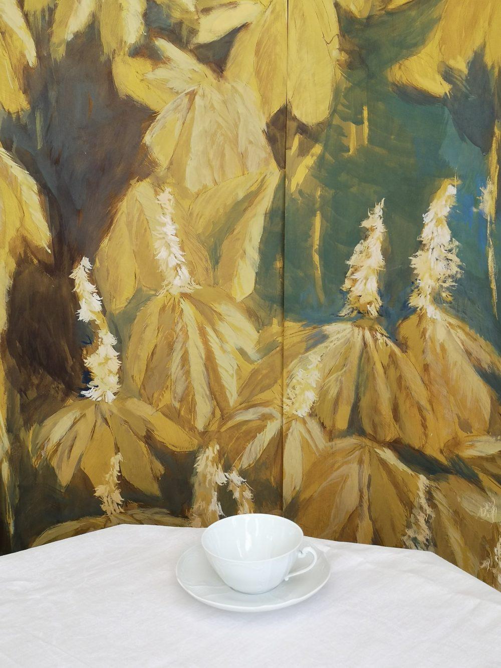 Ippocastano fiorito con tazza